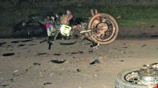 Tres jóvenes murieron aplastados por un camión mientras corrían una picada