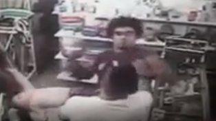 Indignación por un hombre que golpeó a un bebé en una pelea