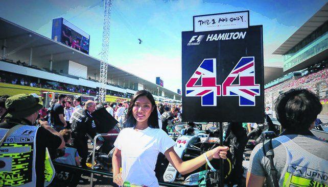Cambio de imagen. La postal de una promotora sosteniendo el cartel de un piloto o un paraguas pertenece al pasado. La Fórmula Uno ya no tendrá Grid Girls.