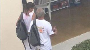 Ya no se ocultan. La imagen de Del Sel junto a su novia 20 años menor que él.