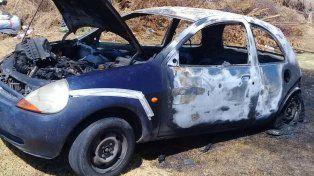 Así quedó. El Ford K fue incendiado por el conductor del vehículo en un insólito episodio.