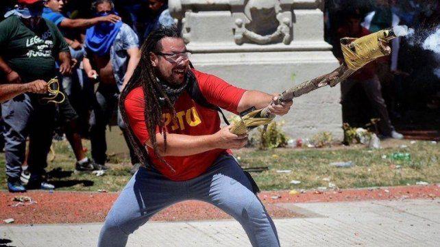 Sebastián Romero está prófugo de la Justicia desde las protestas de 2017.