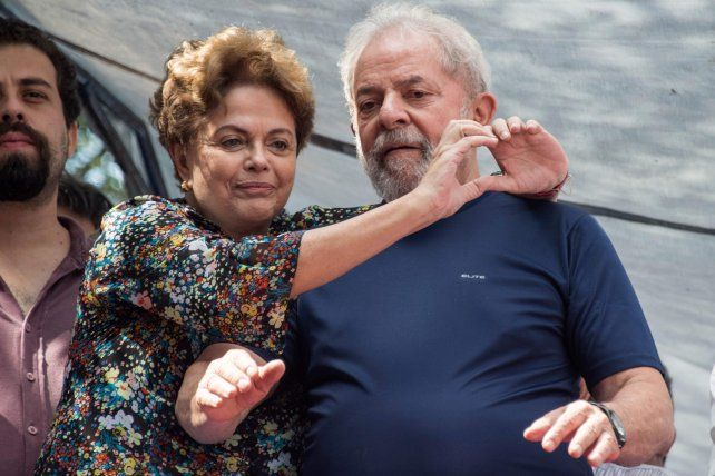 Lula se entregó a la policía para ir a la cárcel de Curitiba