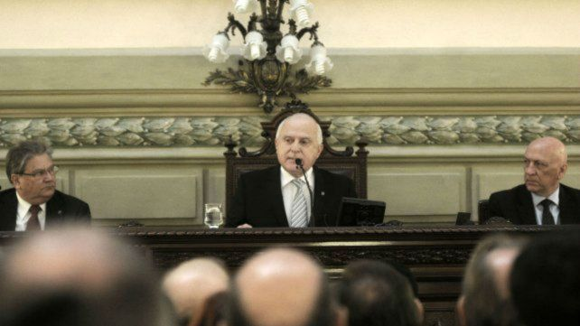 El gobernador lleva el proyecto de reforma a la Legislatura.