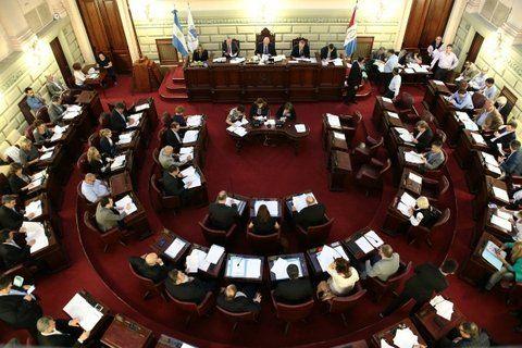 objetivo. El mandatario santafesino procura que la propuesta que apunta a  modificar la Carta Magna llegue a la brevedad a Diputados.