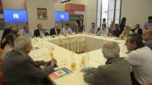 Cita en Rosario. El gobernador encabezó una reunión con los partidos con representación parlamentaria.