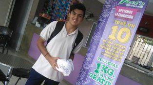 Premian con un kilo de helado a los chicos que aprueben con 10
