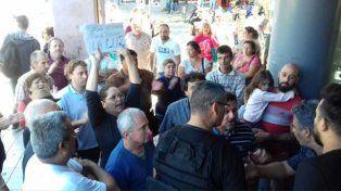 Una de las muchas protestas realizadas frente a la Cooperativa de Electricidad de Venado Tuerto.