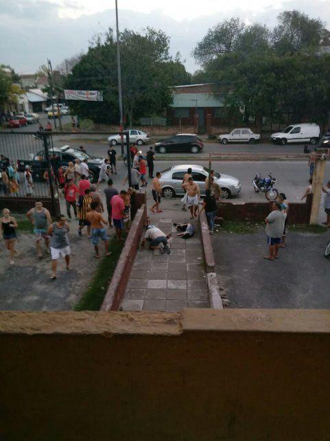 Sujetos armados pasaron por Grandoli al 4900 y efectuaron múltiples disparos. (Foto: @joseljuarezJOSE)