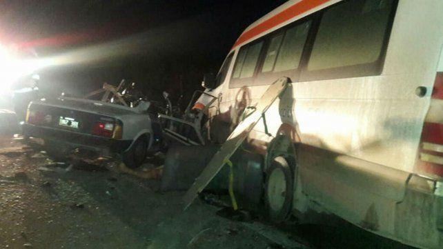 Tres muertos en un choque frontal en una colectora de la autopista