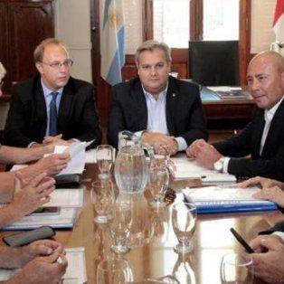 el ministro saglione confirmo que se activara la clausula gatillo para empleados estatales