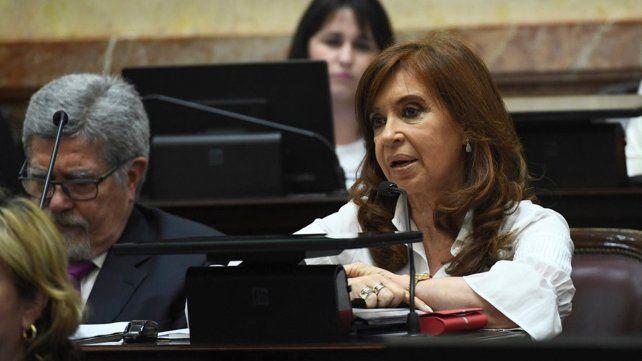 Cristina reapareció con una carta que habla de catástrofe y traidores a la patria
