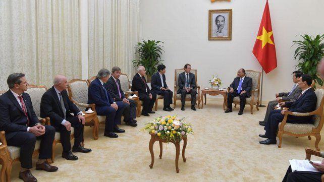 La delegación fue recibidapor el presidente del Concejo.