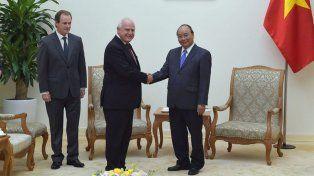 El gobernador fue recibido por el jefe de estado de Vietnam