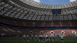 Los dueños de casa. El plantel ruso entrenó ayer en el estadio Luzhniki