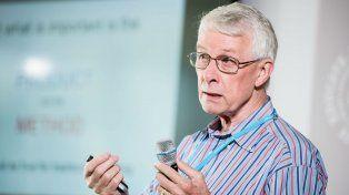 Roberts afirma que Greenpeace y otras ONG siguen afirmando falsedades porque así han logrado recaudar mucho dinero.