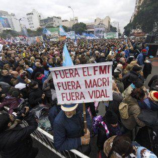 nutrido acto contra el acuerdo con el fmi en buenos aires