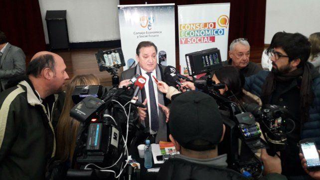 El ministro Genesini habló con la prensa tras la reunión de esta mañana en el Banco Municipal.