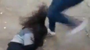 una embarazada le dio una feroz paliza a una militante proaborto