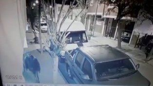 le corto los frenos al auto de su ex y quedo filmado por las camaras de seguridad