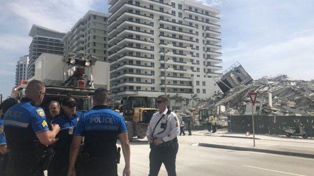 Un edificio colapsó y se derrumbó en el corazón de Miami