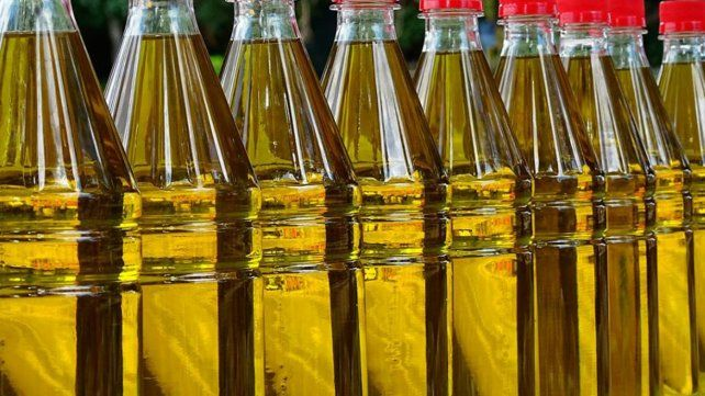 La Anmat prohibió en todo el país la venta de dos aceites de oliva y un maní tostado con cáscara