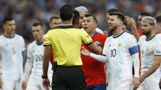 messi vio la tarjeta roja y se fue sin entender por que