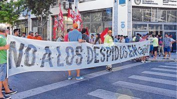 Los reclamos por despidos se convirtieron en una constante en las empresas de la región.