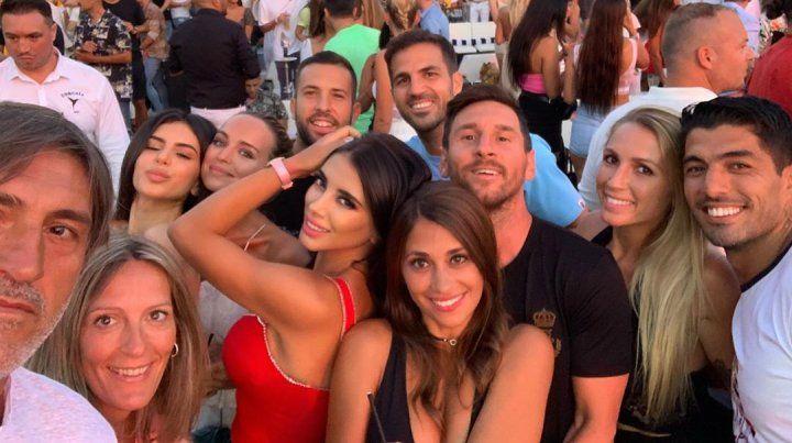 Messi disfrutó de la noche de Ibiza con Antonela y amigos