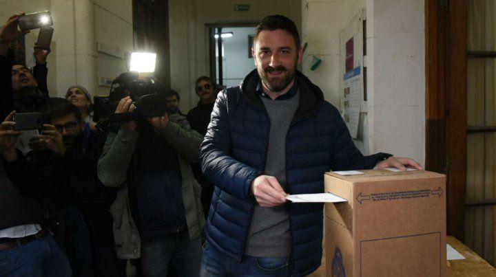 Enrique Estévez votó esta mañana en la Facultad de Humanidades de la UNR.