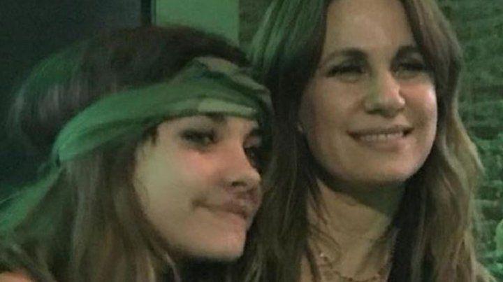 Nancy Dupláa y su hija Morena que milita en La Cámpora y hoy fue fiscal.