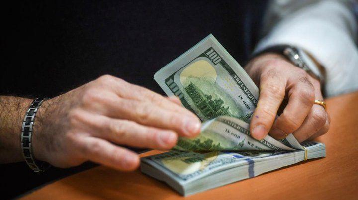 El Banco Central solo permitirá comprar 200 dólares por mes
