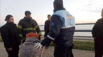 La víctima pasó la noche en la intemperie y fue trasladada al Hospital Carrasco.