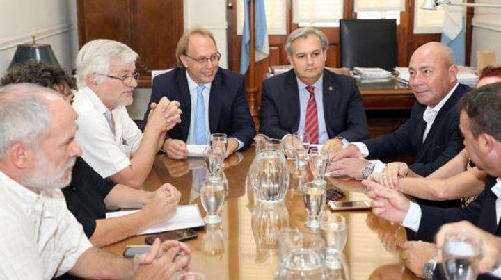 El gobierno convocó a los gremios estatales para una reunión paritaria