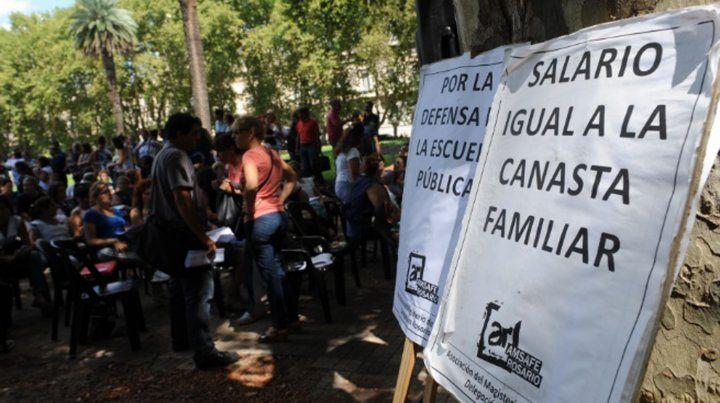 Docentes denuncian exagerados descuentos por Ganancias