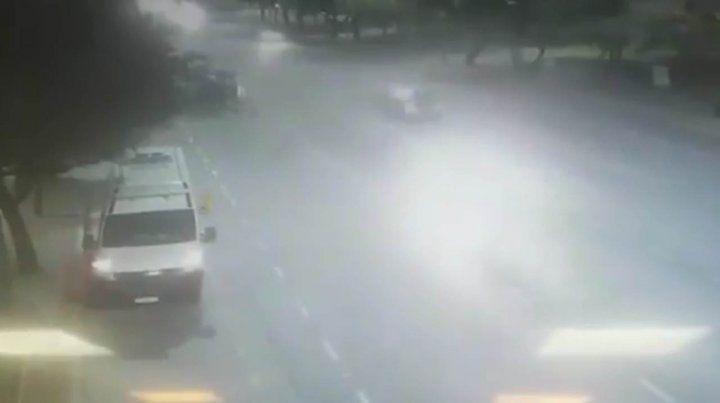 Un video registró el momento en que atropellan y matan a una agente de tránsito