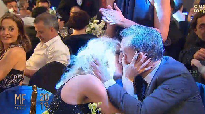 El apasionado beso de Yanina cuando Diego Latorre ganó un Martín Fierro