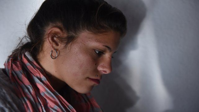 Sola. Luciana asegura que ni siquiera pudo despedirse de sus niñas.