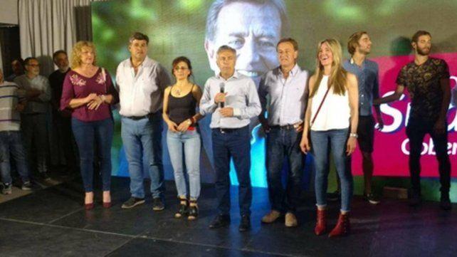 Festejo cuyano. Alfredo Cornejo y su delfín Rodolfo Suárez celebraron anoche en el búnker del frente Cambia Mendoza.