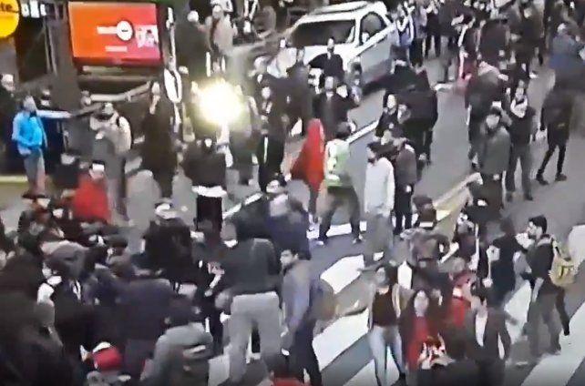 Periodistas y camarógrafos heridos durante una movilización de la CTA en el consulado de Chile de Buenos Aires