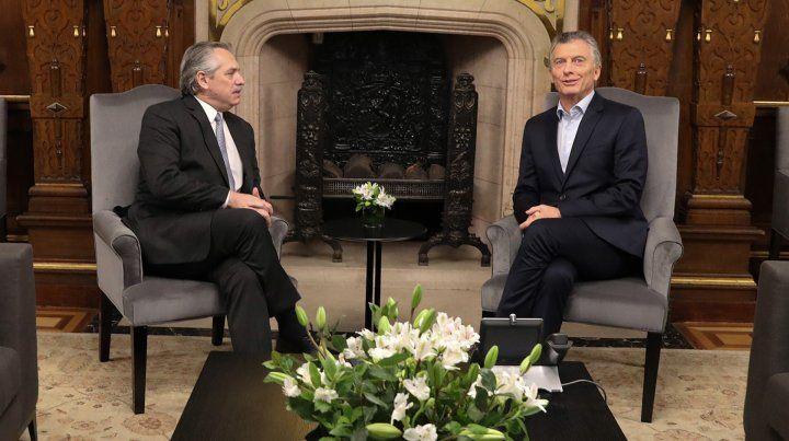 Fernández le presentó a Macri una lista de colaboradores para la transición