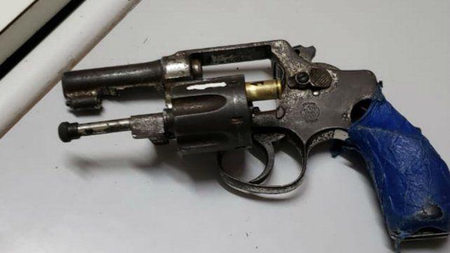 El arma que tenía en el nene en su mochila