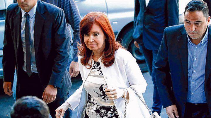 tribunales. Cristina declaró tres horas ante el tribunal oral. Denunció la persecución del gobierno de Macri.