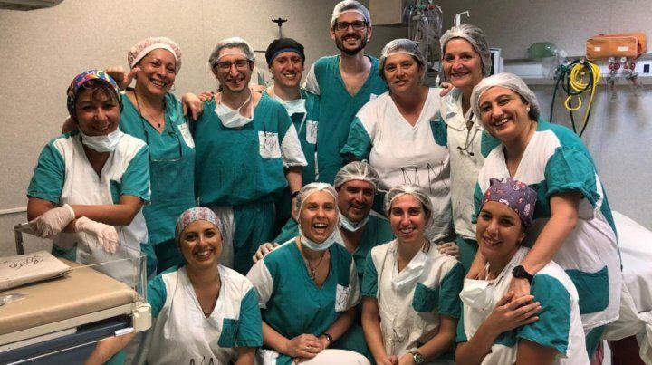El equipo que formó parte de la intervención quirúrgica - Secretaría de Salud Pública