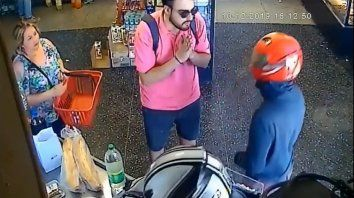 un joven le rogo a los asaltantes que le devolvieran la billetera