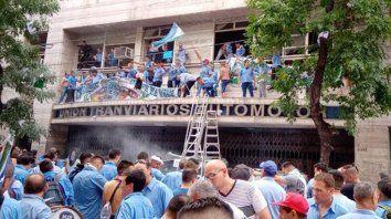 protesta, destrozos y heridos en un intento de toma de la uta