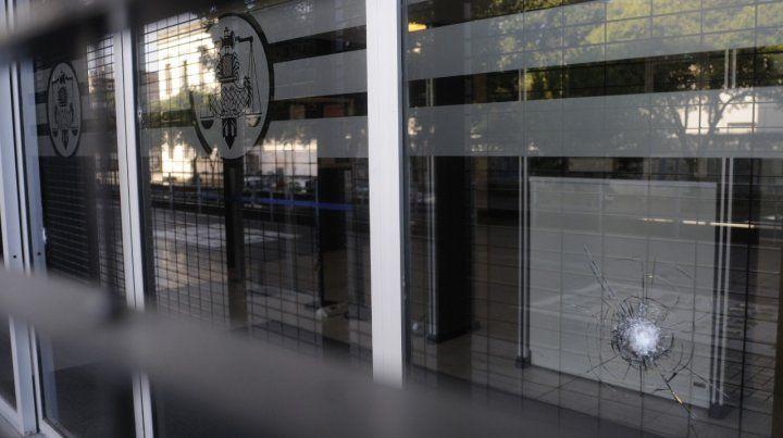Balean el ingreso del Centro de Justicia Penal de Rosario