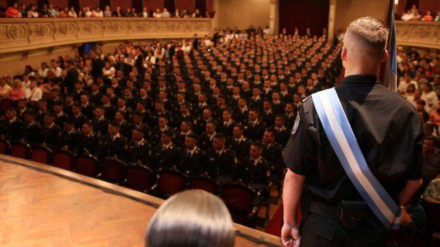 Piden a Perotti que incorpore a 480 cadetes de policía que egresaron del ISeP y aun esperan destino
