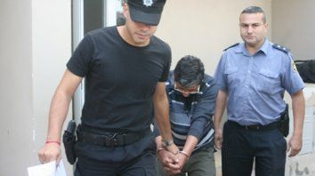 El acusado. El hombre denunciado, al retirarse ayer del MPA de Casilda, donde fue imputado.