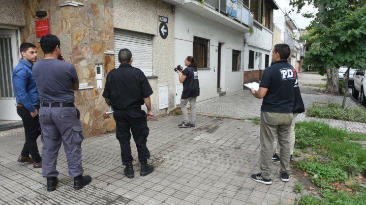 Personal de Investigaciones trabaja en la delegación de Asuntos Penitenciarios.